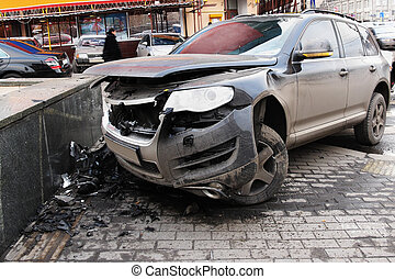התרסק, מכונית