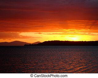 זאילאנד, וולקני, (with, taupo, מעל, horizon), פסגות, אגם, עמוק, שקיעה, ראה, חדש, אדום, עזוב