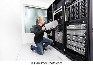 זה, טכנאי, החלף, להב, שרת, ב, datacenter