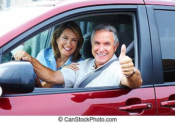 זוג בכיר, במכונית