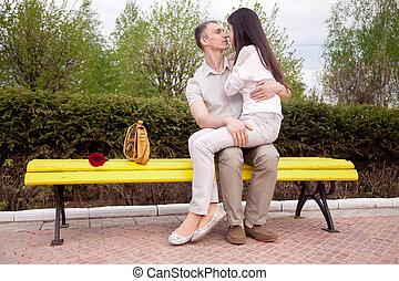 זוג מתנשק, ב, ספסל