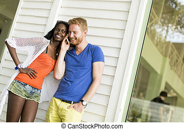זוג רב גזעני, לאהוב
