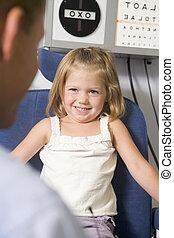חדר, ילדה, צעיר, אופטומטריסט, לחייך, כסא, בחינה