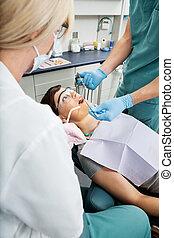חומר הרדמה, חולה, של השיניים, לקבל, מקומי