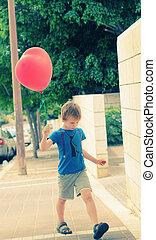 חמוד, ישן, בחור, balloon, שנים, להחזיק, 6, אדום