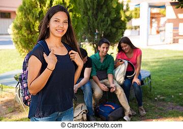 חמוד, סטודנט, עם, ידידים