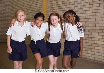 חמוד, תלמידים, מדים, מצלמה, מחיר לפי הכנסה, לחייך