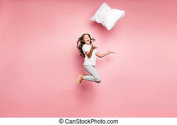 יחף, הפרד, ילד, צבע מלא, הפלא, התרגשות, גוף, פנה, צילום, שלה, שמח, כרית, צפה, מדוד, רקע, אורך, משוגע, לבטא, לזרוק, פסטל, לקפוץ