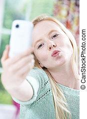 ילדה מתבגרה, טלפון נייד, selfie, לקחת
