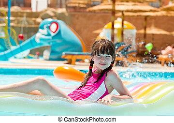 ילדה, צרף, לשחות