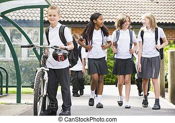 ילדים של בית הספר, צעיר, לעזוב