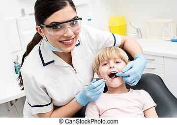 ילד, ב, שלה, של השיניים, בדוק, .
