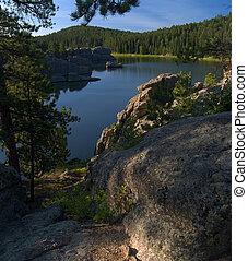 יערי, מעל, אגם