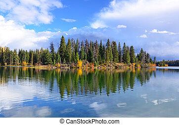 יער של סתו, אגם