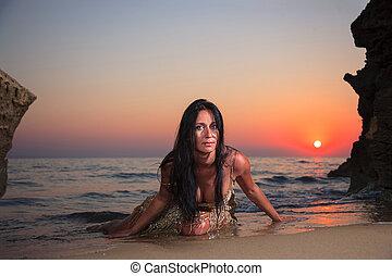 יפה, אישה צעירה, על החוף