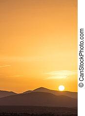 יפה, הרים, של נוף, מעל, שקיעה, עשיר, תפוז, הבט