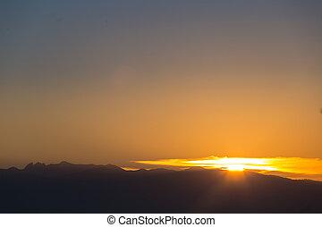 יפה, הרים, של נוף, שמיים ברורים, שקיעה, מעל, הבט