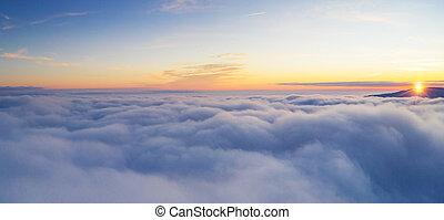יפה, עלית שמש, שמיים מעוננים, מ, השקפה של אנטנה