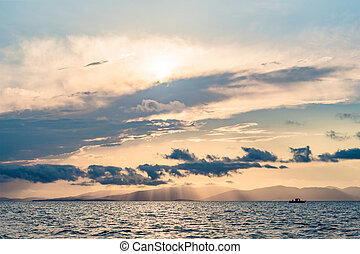 יפה, עננים, השתקפות, מעל, שמיים, שקיעה, השקה, ים, מלכותי