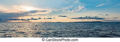 יפה, עננים, השתקפות, פרמט, מעל, sky., ארוך, שקיעה, השקה, ים, מלכותי, דגל