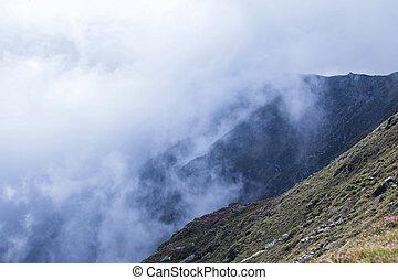 יפה, פסגות של הר, מעורפל, של נוף, מעורפל, נוף