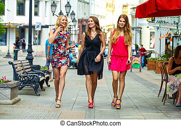 יפה, קיץ, צעיר, חברות, לך, רחוב, שלוש נשים