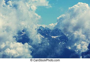 כאאכאסאס, הרים