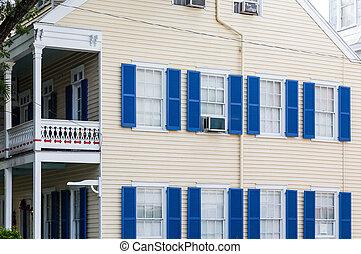 כחול, תריסים, ב, צהוב, סידינג, בית