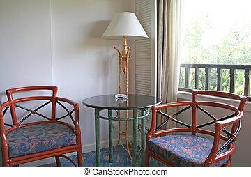 כסאות, חדר של מלון