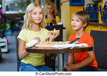 לאכול, בבית, לחייך שמח, ילדים, פיצה