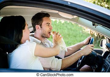 לאכול, במכונית