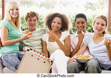 לאכול, לשבת, מתבגרים, ספה, קבץ, פיצה