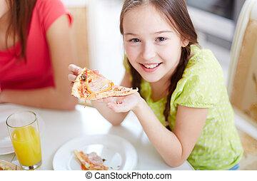 לאכול פיצה