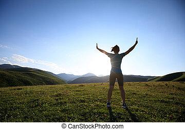 להריע, אישה, ידיים פתוחות, ל, שקיעה, ב, פיסגת הר