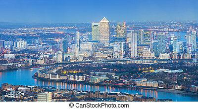 לונדון, כיטיסכאף, בלילה, השקפה של אנטנה