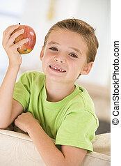 לחיות, לאכול תפוח עץ, בחור, צעיר, לחייך, חדר