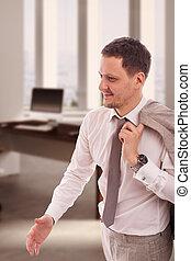 ללבוש, כתף, שלו, ירה, חולצה, משרד, דש, צעיר, העבר, ג'קט, בז', להחזיק, איש עסקים, קשור, לחייך, לבן