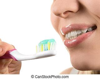 לנקות שיניים