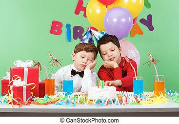 לשעמם, יום הולדת