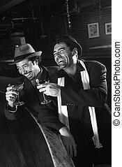לשתות., גברים, לצחוק