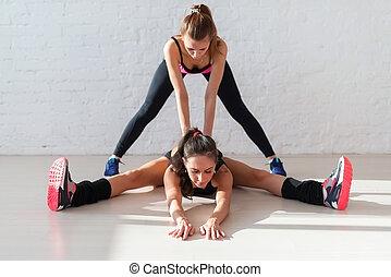 מאלף, שרירים, fitness., לעבוד, רגל, אישי, , אולם התעמלות, למתוח, השקע, שני, לעזור, גמישות, חם, התעמלות, אארוביכס, תרגילים, ילדה, אימון, נשים