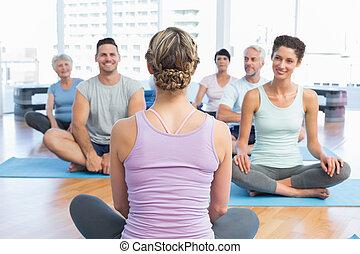 מהודר, אנשים יושבים, ב, התאמן מדרסות, ב, כושר גופני, אולפן