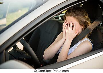 מודאג, אישה, במכונית