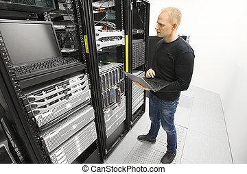 מוניטורים, datacenter, שרתים, זה יועץ