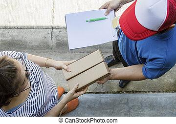מוצר, קניות של אישה, קטע, משלוח, לקבל, בית, קו, איש, הבט
