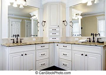 מותרות, גדול, לבן, שלוט, חדר אמבטיה, קבינטים, עם, כפיל, sinks.