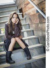 מירוץ מעורבב, מבוגר צעיר, דמות של אישה, ב, מדרגות