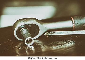 מכונית מתקנת, כלים
