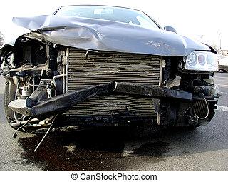 מכונית מתרסקת