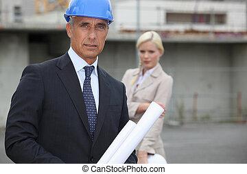 מנהל, אתר של בניה